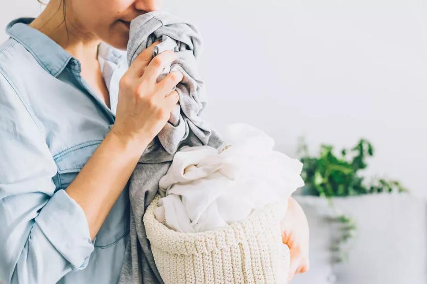 Comment éliminer les mauvaises odeurs des vêtements